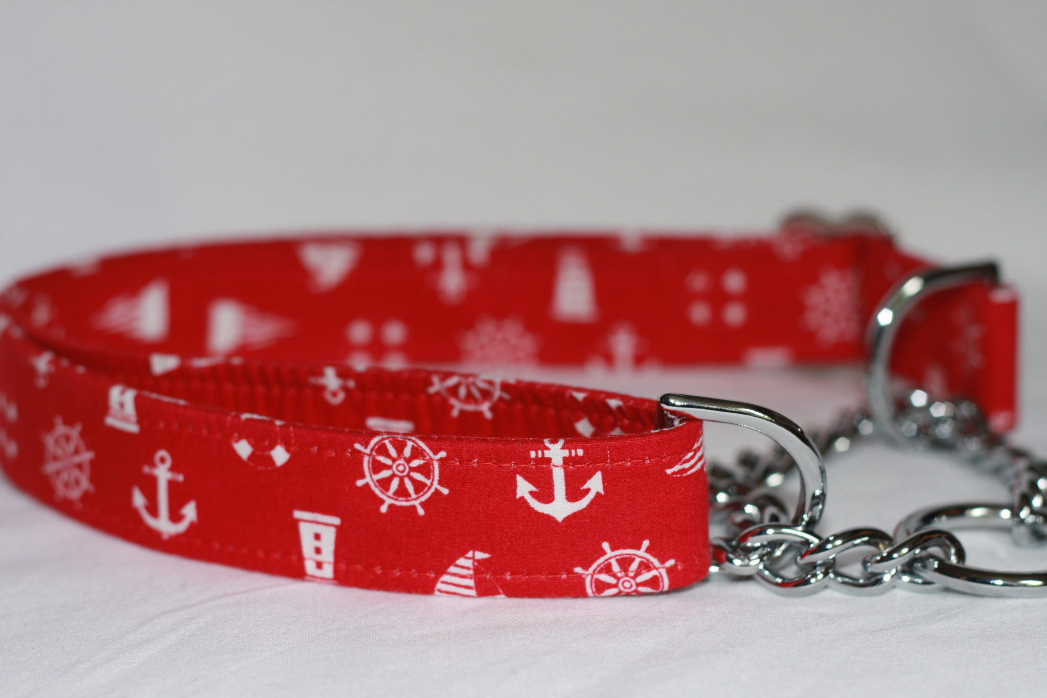red and white anchors half check Dog Collar